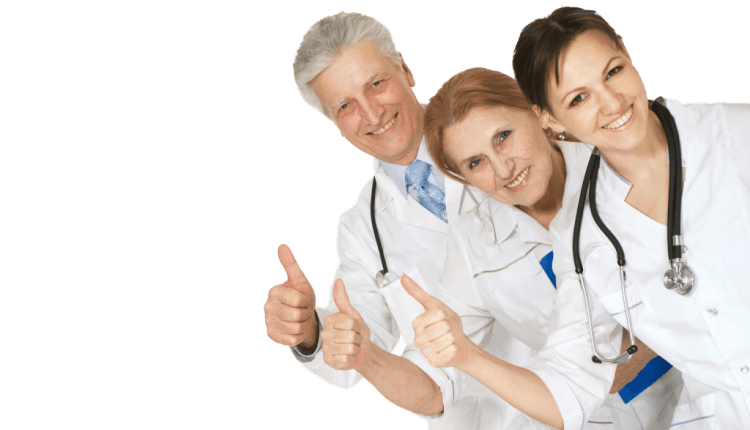 group-of-doctors-standing-thumbs-up-1024×685