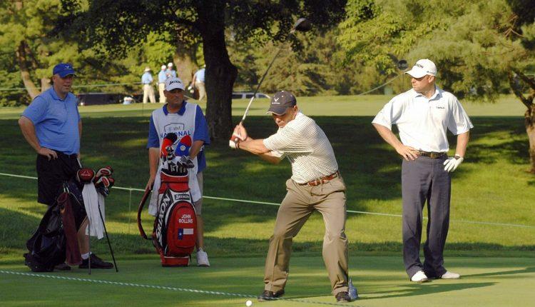 golfers playing